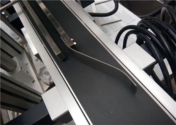 प्लॅस्टिक बॅग / न छापलेले पुठ्ठा / मास्क बॅगसाठी शीर्ष लेबलिंग मशीनचे पेजिंग