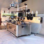 ड्रिंक्स स्क्वेअर बॉटल लेबलिंग मशीन डबल बाजू असलेला स्टिकर लेबलर