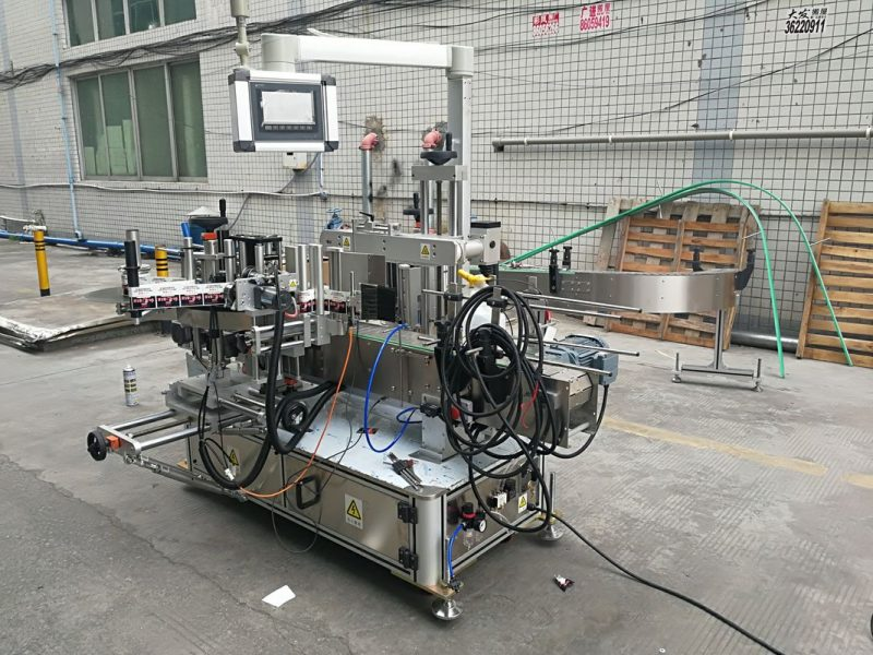 कोडर सप्लायरसह चीन पूर्ण स्वयंचलित चिकट डबल साइड बाटली लेबलिंग मशीन